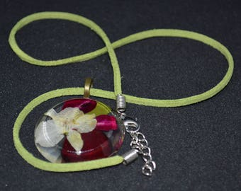 Green Resin Choker | Jewelry | Necklace | Real Lether | Dried Flowers | Pressed Flowers Pendant  |  Green Choker