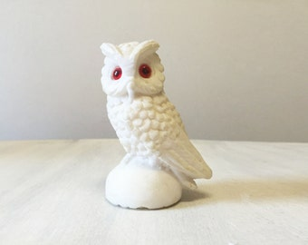 Vintage owl figurine, vintage owl statue, vintage owl, owl decor, resin owl figure, vintage owl decor, owl collectible, bird figurine
