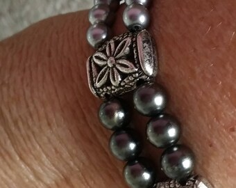 Bracelet double strand two-tone grey pearls