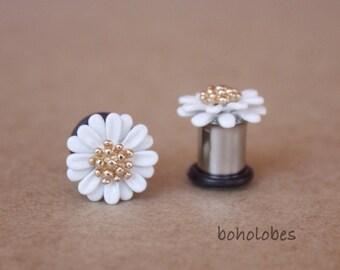 Retro daisy flower embelishment Cabochon plugs for gauged ears: 8g 6g 4g 2g 1g 0g 00g 3mm 4mm 5mm 6mm 7mm 8mm 10mm