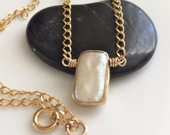 Pearl Pendant Necklace   Gold Filled Necklace    White Pearl Necklace
