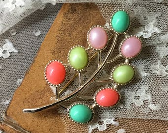 Beautiful Signed Sarah Coventry Pastel Hued Lucite Tree Branch Brooch Pin 1960's 1970's Yellow Coral Pink Green Gold Tone Metal Feminine