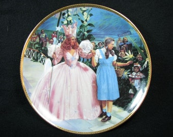 """1988 Hamilton Collection WIZARD of OZ """"A Glimpse of the Munchkins"""" Plate"""