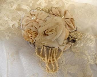 VENTE dentelle broche, Large Ruban victorien et dentelle broche, broche de Style victorien, déclaration broche, accessoire de mode, une broche à la main pièce unique