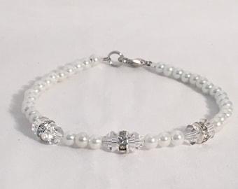April birthstone bracelet, April bracelet, April birthday bracelet, Crystal birthstone bracelet, beaded bracelet, swarovski crystal bracelet