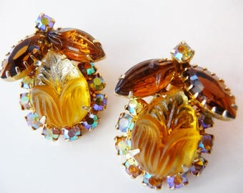DeLizza and Elster clip earrings golden brown carved scarab | verified D&E Juliana | unsigned designer vintage jewelry | 1960s couture