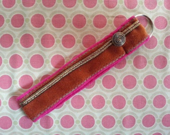 Key strap, pink and gold