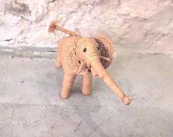 Vintage raffia elefant