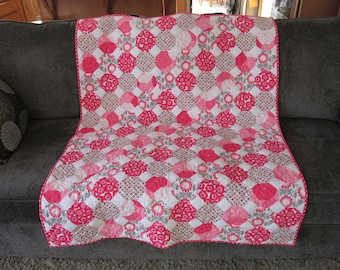 Poppies in the Snow baby quilt toddler quilt