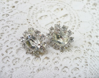 Vintage Rhinestone Stud Earrings - BRIDESMAID Earrings - silver tone metal - Pierced earrings - Bridal - WEDDING - Petite Studs - ONE (1)
