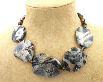 Uncharted: agate necklace