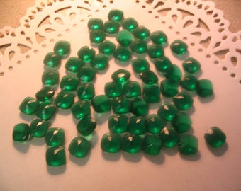 40 Vintage Emerald Green Glass 10mm Square Cabochons Jewelry Supplies