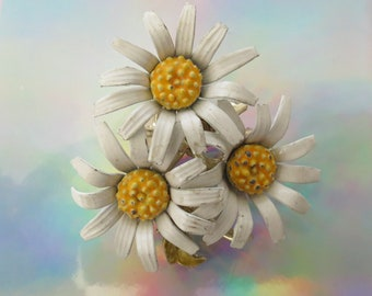 Daisy Pin Mod Flower Brooch Floral Costume Jewelry Daisies 1960s 60s Flower Trio White Yellow Gold