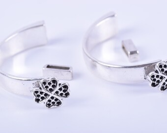 KONMAY 5 Sets 8.6x2.0mm Antique Silver Half Cuff Bracelet Clasp/Bangle with Flower---1303