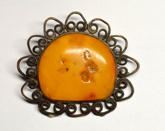Vintage Natural Baltic Amber metal brooch; natural yellow amber brooch; costume brooch; vintage brooch; handmade brooch; costume jewelry;
