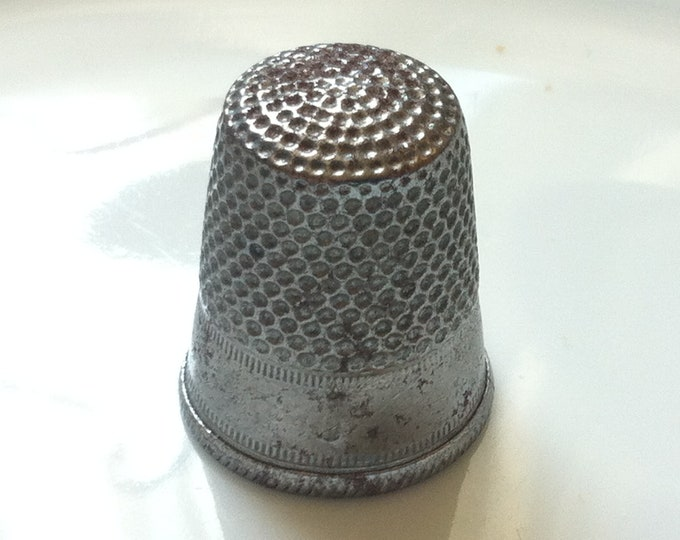 Vintage old metal Thimble 2/0 Finger Hats