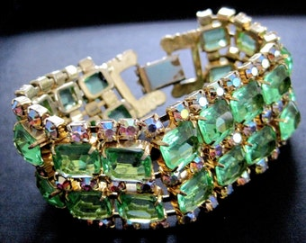 Green crystal bracelet - Now reduced from 80 USD to only 60 USD!