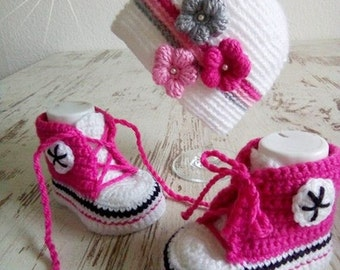 Baby set Hat Shoes Sneakers grey white pink