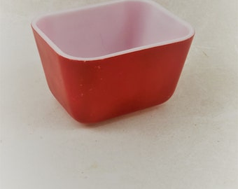 Pyrex Refrigerator Dish Primary Red, 1-1/2 Cup