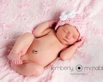 Crochet chapeau de bébé, prêt à expédier, chapeau bébé fille, bonnet nouveau-né, chapeau nouveau-né bébé, bonnet de bébé fille, rose et blanc, chapeau nouveau-né fille