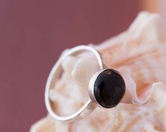 Onyx noir pinkie bague sertie en argent sterling