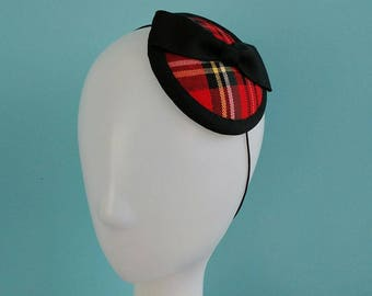 Vintage style tartan fascinator with black petersham bow.