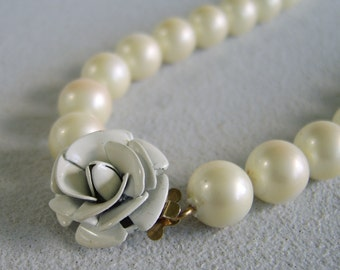 Vintage Pearl & Flower Necklace White Enamel Rose