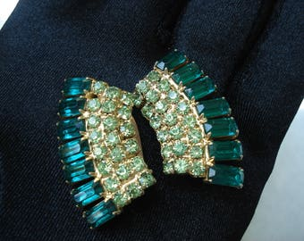SALE Vintage Emerald Rhinestone Peridot and Gold Clip Earrings Sparkle