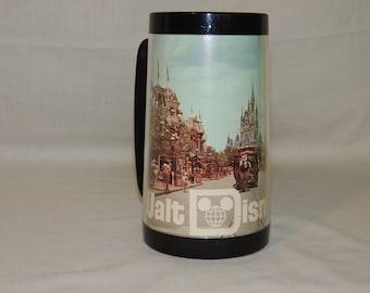VTG Walt Disney World Parade Plastic Thermo-Serv Advertising Theme / Amusement Park Mug