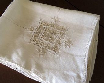 """SALE Vintage Linen w Crochet Inserts Table Cloth 50"""" x 60""""."""