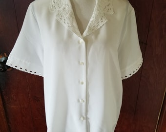Christie & Jill Vintage White Blouse Embroidered Cut outs 16 Floral Scalloped Edges