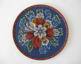 Nowegian Rosemaling on a 12 inch plate