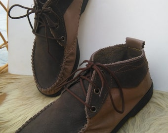 Type moccasin booties