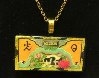 Art deco chinese cat  - Domino pendant necklace - classic vintage matchbox label
