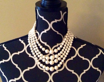 Vintage pearl necklace / adjustable / costume / jewelry / ivory