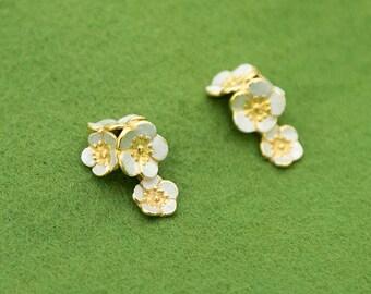 Japanese plum blossom earrings - Dangle earrings - Ume flower - Japanese flower - Gold and Silver - Non-allergenic - pierce or clip-on