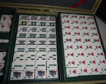 Mahjong 152 tiles set 4 dice in case