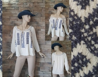 Embroidered gauze cotton peasant bloue/beige hippie top with blue embroidery/Size large/off shoulder top/1970s blouse/folkloric style blouse