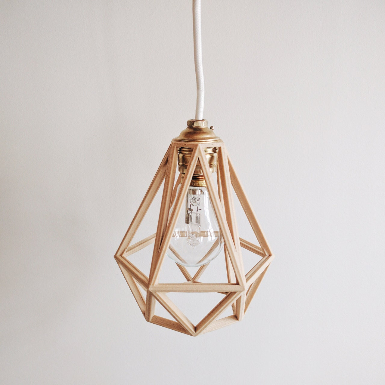 Lampe suspension abat jour pendentif diamant en bois for Suspension bois
