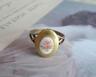 Locket Ring Vintage Inspired Ring -  Adjustable Brass Ring - Rose Poison Ring - Secret Keeper Ring (SD0162)