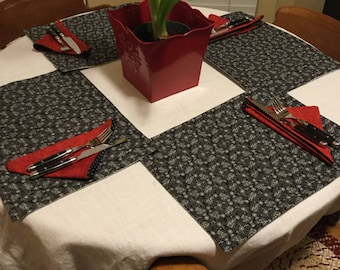 Placemats and napkins. 4 piece set.