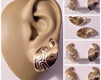 Monet Scroll Horn Clip On Earrings Gold Tone Vintage Large Swirl Tip Imprinted 1950s Domed Comfort Paddles