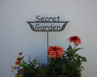 GREAT GIFT Secret Garden - Metal Garden Stake Sign