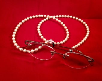 Pearl Eyeglass Chain. Women's Glasses Holder Necklace Lanyard. Gifts for Her. Fifteen Dollar Gifts. Coworkers. Boss. Mother's Day. Birthday