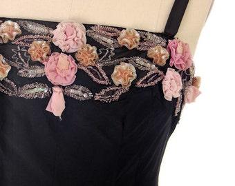 Vintage 1950s Black Evening Dress With Unique Pink Flower Design   36-31-44