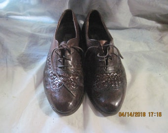 Vintage BALLY Men's Woven Leather  Brown  Wing Tips shoes size 10.5M