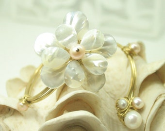Mother of pearl flower bangle