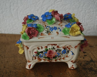 Porcelain box from the 1950s with rose decor-very fancy
