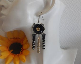 Earrings with black caps and gold pleated and spiral flower
