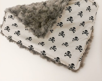 Lovey. Tag along. Baby blanket m security blanket. Minky baby blanket. Baby shower gift. Baby gift. Skulls. Skull and crossbones
